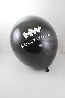 Hollywood must õhupall