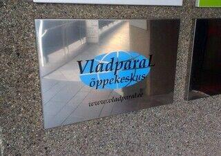 VladparaL õppekeskuse fassaadisilt