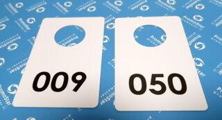 Valged plastikust garderoobinumbrid